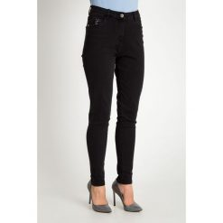 Czarne spodnie jeansy z cekinami QUIOSQUE. Czarne jeansy damskie QUIOSQUE. Za 179.99 zł.