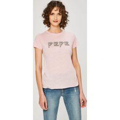 Pepe Jeans - Top Madi. Szare topy damskie Pepe Jeans, z nadrukiem, z bawełny, z okrągłym kołnierzem, z krótkim rękawem. W wyprzedaży za 79.90 zł.