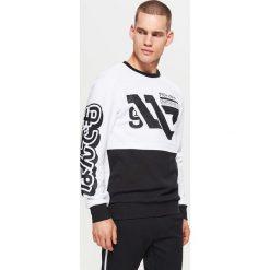 Bluza z nadrukiem WHATEVER - Biały. Białe bluzy męskie Cropp, z nadrukiem. Za 99.99 zł.