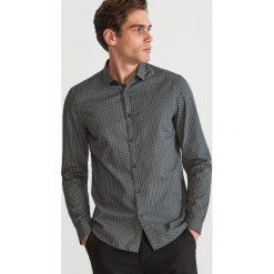 Koszula slim fit z drobnym wzorem - Khaki. Brązowe koszule męskie Reserved. Za 99.99 zł.