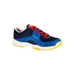 Buty męskie do siatkówki V100 niebieskie. Niebieskie buty sportowe męskie KIPSTA, z kauczuku. Za 99.99 zł.