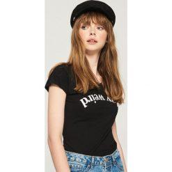 T-shirt Stay weird - Czarny. Czarne t-shirty damskie Sinsay. Za 9.99 zł.