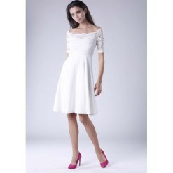 Ecru  Wyjściowa Sukienka Hiszpanka z Koronką. Szare sukienki damskie Molly.pl, w koronkowe wzory, z koronki, eleganckie, z dekoltem typu hiszpanka, z krótkim rękawem. Za 149.90 zł.
