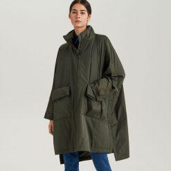 Przeciwdeszczowy płaszcz ReDesign - Khaki. Brązowe płaszcze damskie Reserved. Za 499.99 zł.