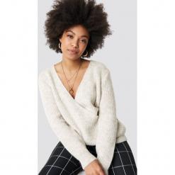 Trendyol Kopertowy sweter - Grey. Szare swetry damskie Trendyol, z dzianiny, z kopertowym dekoltem. Za 100.95 zł.