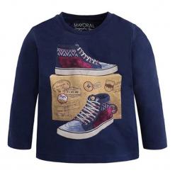 Koszulka w kolorze granatowym ze wzorem. Niebieskie t-shirty dla chłopców marki Mayoral, z długim rękawem. W wyprzedaży za 39.95 zł.