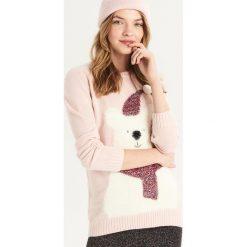 Sweter z zimowym misiem - Różowy. Czerwone swetry damskie Sinsay. Za 59.99 zł.