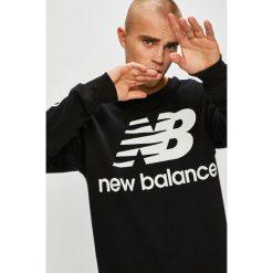 New Balance - Bluza. Czarne bluzy męskie New Balance, z nadrukiem, z bawełny. W wyprzedaży za 239.90 zł.