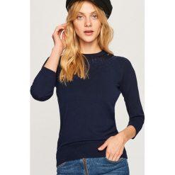 Sweter z aplikacjami - Granatowy. Niebieskie swetry damskie Reserved. Za 69.99 zł.