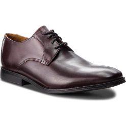 Półbuty CLARKS - Gilman Lace 261362387 Burgundy Leather. Czerwone eleganckie półbuty Clarks, z materiału. W wyprzedaży za 279.00 zł.