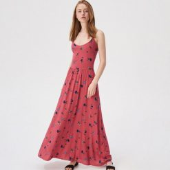 c11db5d0dd Czerwona sukienka w kwiaty - Wielobarwny. Sukienki damskie marki Sinsay. Za  79.99 zł.