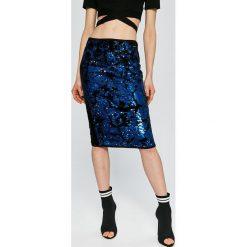Guess Jeans - Spódnica Marcy. Spódnice damskie Guess Jeans, z elastanu. W wyprzedaży za 449.90 zł.