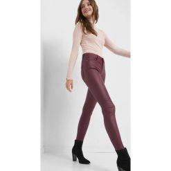 Dopasowane spodnie. Czerwone spodnie materiałowe damskie Orsay, z elastanu. Za 79.99 zł.