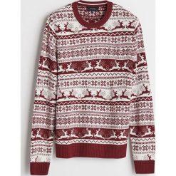 Sweter z motywem zimowym - Czerwony. Czerwone swetry przez głowę męskie Reserved. Za 99.99 zł.