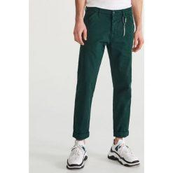 0f6e788edf10d Bawełniane spodnie - Khaki. Spodnie materiałowe męskie marki Reserved. W  wyprzedaży za 69.99 zł