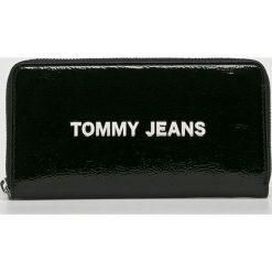 Tommy Jeans - Portfel. Czarne portfele damskie Tommy Jeans, z jeansu. Za 299.90 zł.