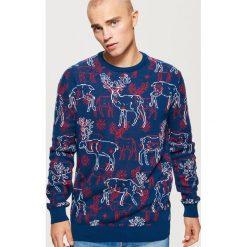 Sweter w renifery - Granatowy. Niebieskie swetry przez głowę męskie Cropp. Za 99.99 zł.