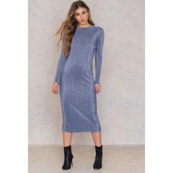 NA-KD Party Błyszcząca plisowana sukienka - Blue. Sukienki damskie NA-KD Trend, z poliesteru. Za 60.95 zł.