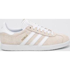 Adidas Originals - Buty Gazelle. Szare obuwie sportowe damskie adidas Originals, z materiału. W wyprzedaży za 349.90 zł.
