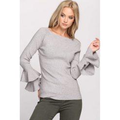 Jasnoszary Sweter Fantastic. Szare swetry damskie Born2be, z okrągłym kołnierzem. Za 59.99 zł.