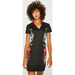 Desigual - Sukienka. Brązowe sukienki damskie Desigual, z bawełny, casualowe, z krótkim rękawem. Za 449.90 zł.
