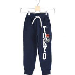 Granatowe Spodnie Dresowe Tokyo Boy. Niebieskie spodnie sportowe dla chłopców Born2be, z dresówki. Za 29.99 zł.