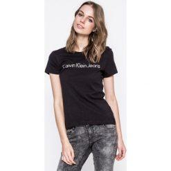 Calvin Klein Jeans - Top. Szare topy damskie Calvin Klein Jeans, z nadrukiem, z bawełny, z okrągłym kołnierzem, z krótkim rękawem. W wyprzedaży za 99.90 zł.