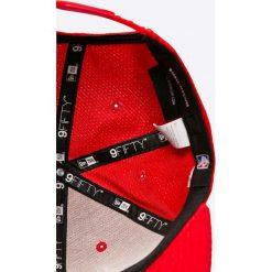 New Era - Czapka. Czerwone czapki i kapelusze męskie New Era. W wyprzedaży za 119.90 zł.