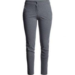 Spodnie casual damskie Polska Pyeongchang 2018 SPDC900 - jasny szary melanż. Szare spodnie materiałowe damskie 4f, melanż, z materiału. W wyprzedaży za 199.95 zł.