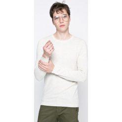Dissident - Sweter. Szare swetry przez głowę męskie Dissident, z bawełny, z okrągłym kołnierzem. W wyprzedaży za 39.90 zł.
