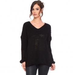 """Sweter """"Igal"""" w kolorze czarnym. Czarne swetry damskie Cosy Winter, ze splotem, z asymetrycznym kołnierzem. W wyprzedaży za 159.95 zł."""