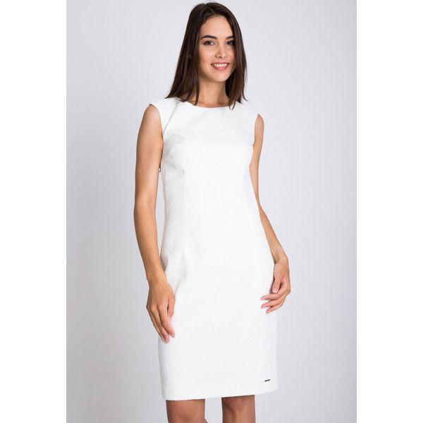 92e83e8d48 Biała sukienka z kwiatową strukturą QUIOSQUE - Białe sukienki ...