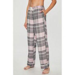 Dkny - Spodnie piżamowe. Szare piżamy damskie DKNY, z materiału. W wyprzedaży za 239.90 zł.
