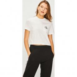 Calvin Klein Jeans - Top. Szare topy damskie Calvin Klein Jeans, z nadrukiem, z bawełny, z okrągłym kołnierzem, z krótkim rękawem. Za 139.90 zł.