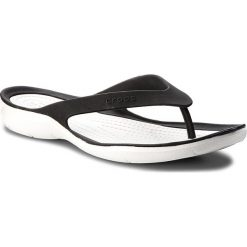 Japonki CROCS - Swiftwater Flip W 204974 Black/White. Czarne klapki damskie Crocs, z tworzywa sztucznego. Za 129.00 zł.