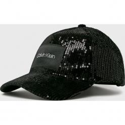 Calvin Klein - Czapka. Czarne czapki i kapelusze damskie Calvin Klein, z poliesteru. Za 179.90 zł.