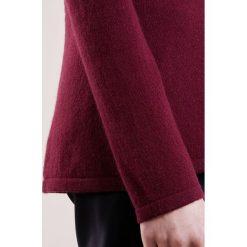 FTC Cashmere Sweter red wine. Swetry przez głowę męskie FTC Cashmere, z kaszmiru. W wyprzedaży za 903.20 zł.