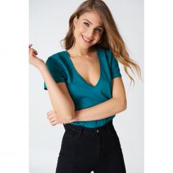 NA-KD Basic T-shirt z dekoltem V - Green,Blue. Niebieskie t-shirty damskie NA-KD Basic. Za 52.95 zł.