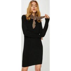 Only - Sukienka Queen. Czarne sukienki damskie Only, z dzianiny, casualowe, z okrągłym kołnierzem, z długim rękawem. W wyprzedaży za 99.90 zł.