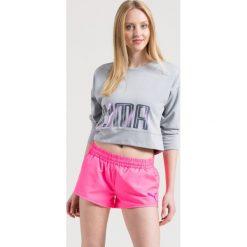 Puma - Bluza. Różowe bluzy damskie Puma, z nadrukiem, z dzianiny. W wyprzedaży za 99.90 zł.