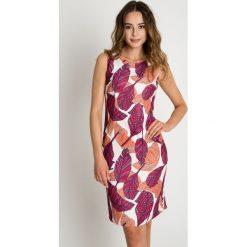 Dopasowana sukienka z motywem kolorowych liści BIALCON. Brązowe sukienki damskie BIALCON, w kolorowe wzory. W wyprzedaży za 262.00 zł.