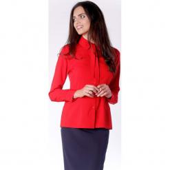 Elegancka Czerwona Koszulowa Bluzka z Wiązaniem przy Kołnierzyku. Czerwone bluzki damskie Molly.pl, biznesowe, z kokardą, z długim rękawem. Za 149.90 zł.