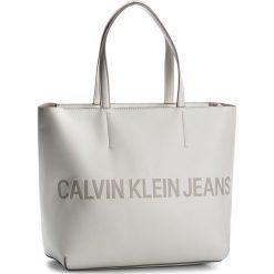 Torebka CALVIN KLEIN JEANS - Sculped Zip Tote Lo K40K400382 103. Białe torebki do ręki damskie Calvin Klein Jeans, z jeansu. Za 599.00 zł.
