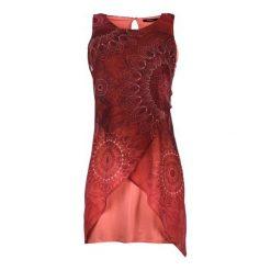 Desigual Sukienka Damska 42 Czerwony. Czerwone sukienki damskie Desigual, na lato, z materiału, z asymetrycznym kołnierzem. W wyprzedaży za 299.00 zł.