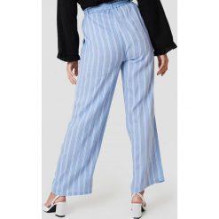 Andrea Hedenstedt x NA-KD Spodnie z wysokim stanem i wiązaniem - Blue,Multicolor. Niebieskie spodnie materiałowe damskie Andrea Hedenstedt x NA-KD. Za 161.95 zł.