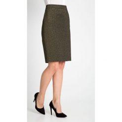 Złota ołówkowa spódnica QUIOSQUE. Żółte spódnice damskie QUIOSQUE, z dzianiny, glamour. W wyprzedaży za 59.99 zł.