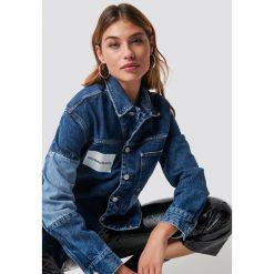 Calvin Klein Kurtka jeansowa One Pocket Trucker - Blue. Niebieskie kurtki damskie Calvin Klein, z jeansu. Za 688.95 zł.