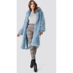 NA-KD Trend Długa kurtka sztuczne futro - Blue. Niebieskie kurtki damskie NA-KD Trend, z haftami, z futra. Za 364.95 zł.