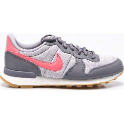 Nike Sportswear - Buty Internationalist. Szare obuwie sportowe damskie Nike Sportswear, z materiału. W wyprzedaży za 299.90 zł.