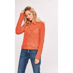 Guess Jeans - Sweter. Szare swetry damskie Guess Jeans, z dzianiny, z okrągłym kołnierzem. Za 399.90 zł.